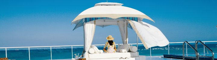 Crescent Lounge