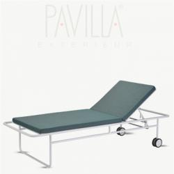 FUORI • Sonnenliege • Aluminiumgestell Weiß / Auflage in Panama Olivegreen • SKAGERAK